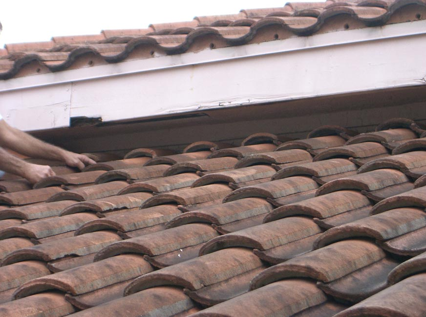 Gutters Screen Enclosures Pressure Cleaning And Roofing Any Time Gutter Screening Serving All Of South Florida Including Palm Beach County And Broward County